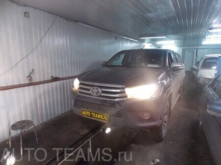 Toyota Hilux 8 2.4D 2015г